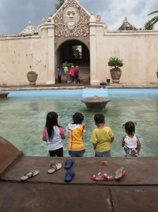 Children playing in the Waterpalace of Yogakarta ©