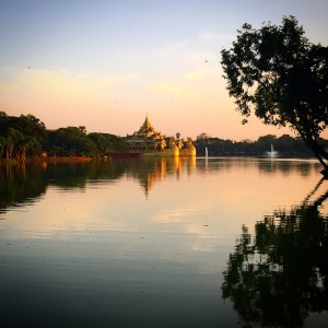 Kandawgyi Lake in Yangon ©